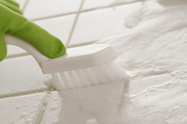 Come pulire le fughe del pavimento