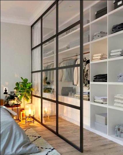 cabina armadio aperta con ante in vetro