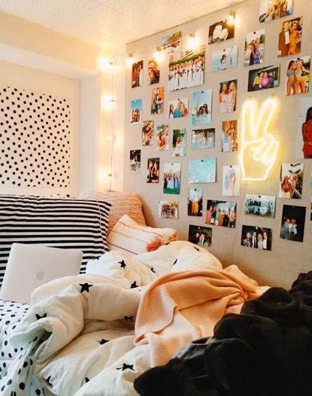 camera per adolescenti con foto e lampade neon