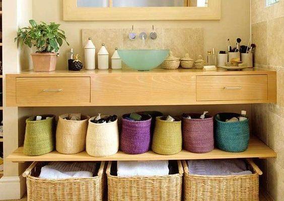cestini colorati per il bagno