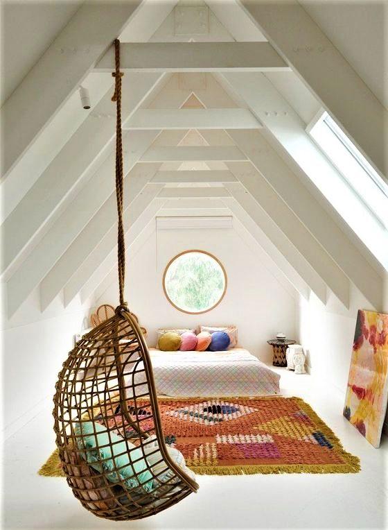 camera dei ragazzi con altalena in legno