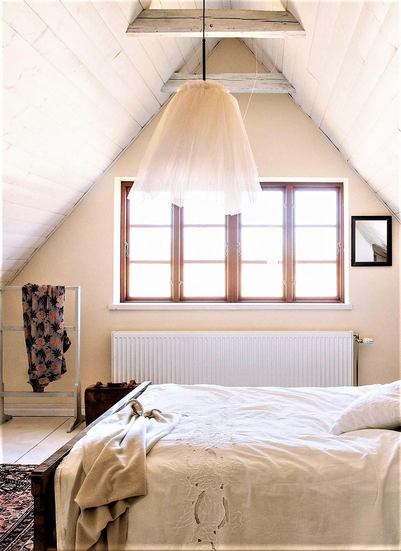 lampadario in tulle in camera da letto