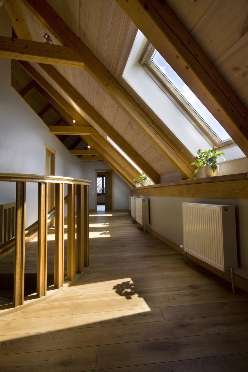 disimpegno in legno su mansarda alta
