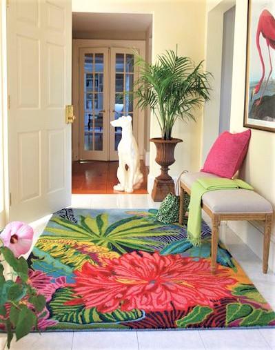 ingresso con grande tappeto super colorato