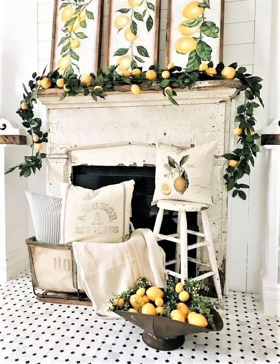 caminetto bianco con decorazioni limoni