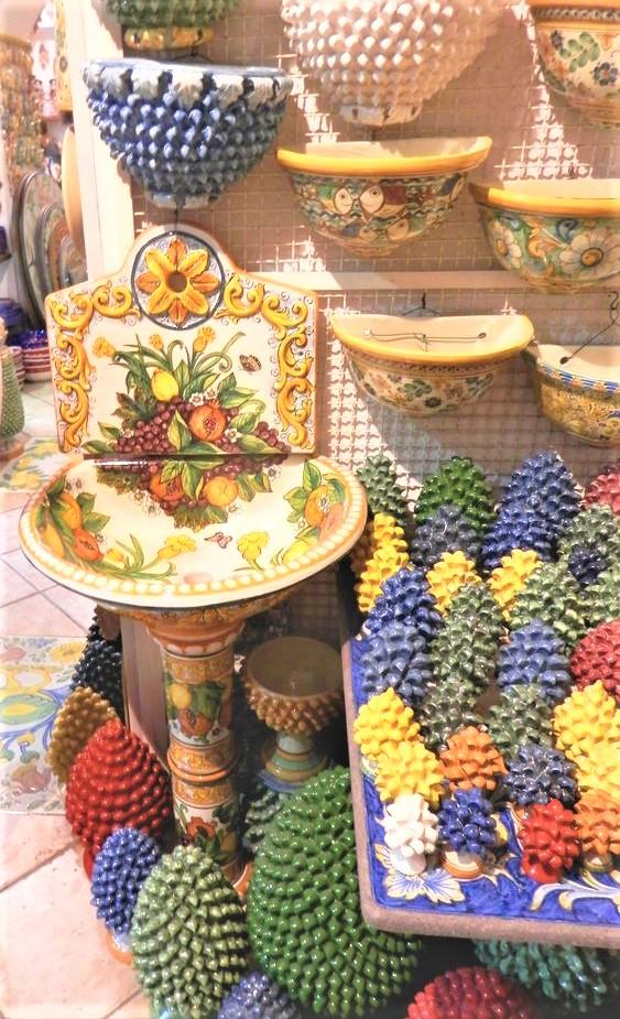 pigne e fontanella in ceramica