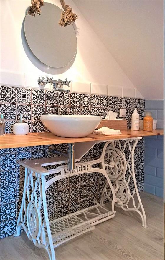 bagno con lavabo macchina da cucine vintage