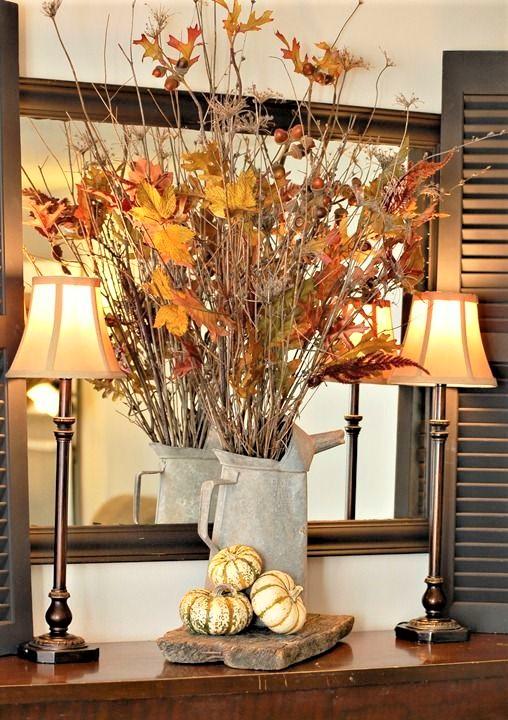 vaso bianco con rami in stile autunnale