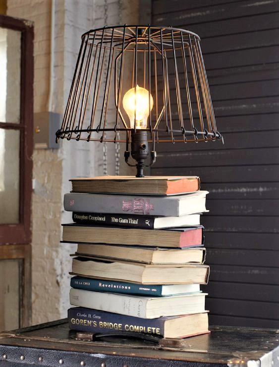 riciclo creativo con libri a mo di lampada